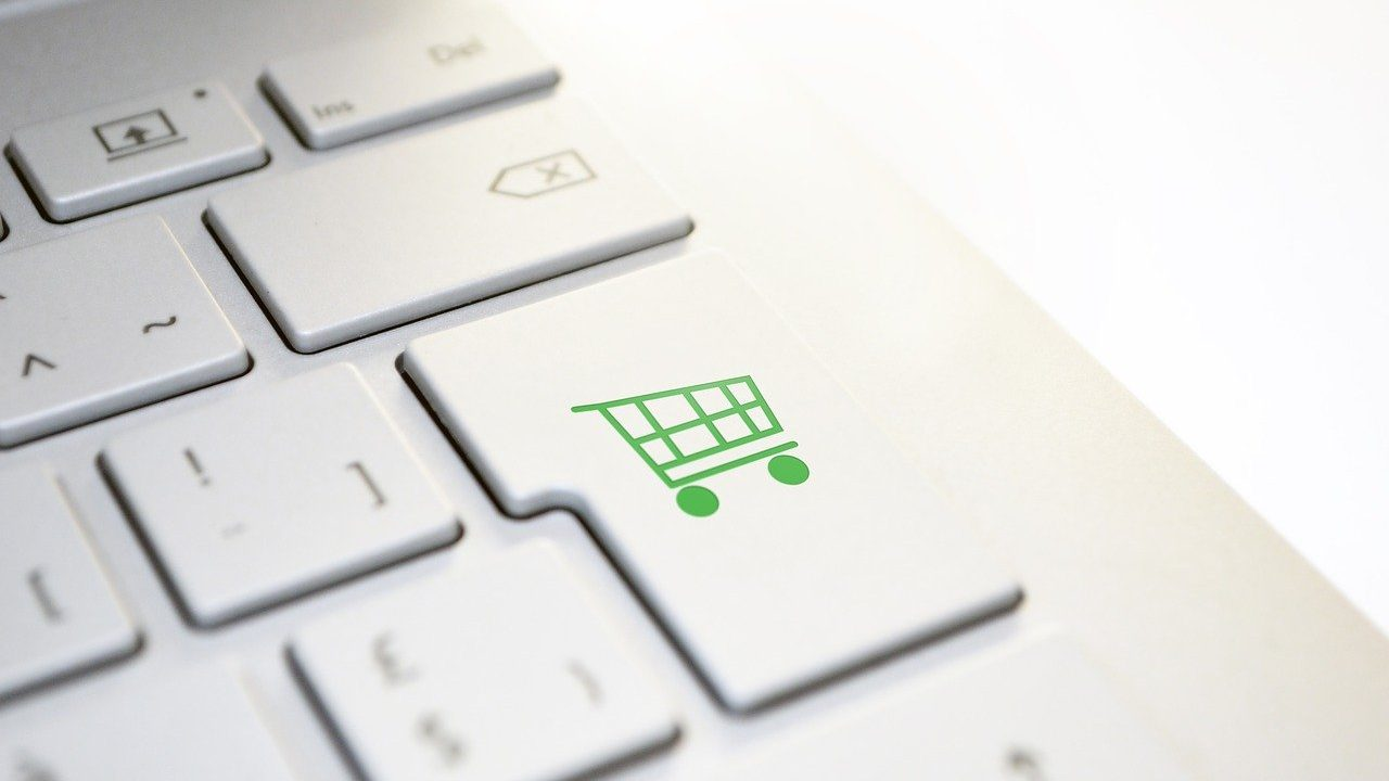 Counterpoint Online Smartphone Channel Shipments
