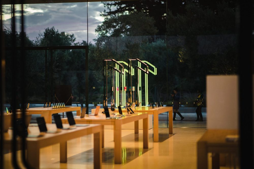 Counterpoint Apple Store iPhone 11