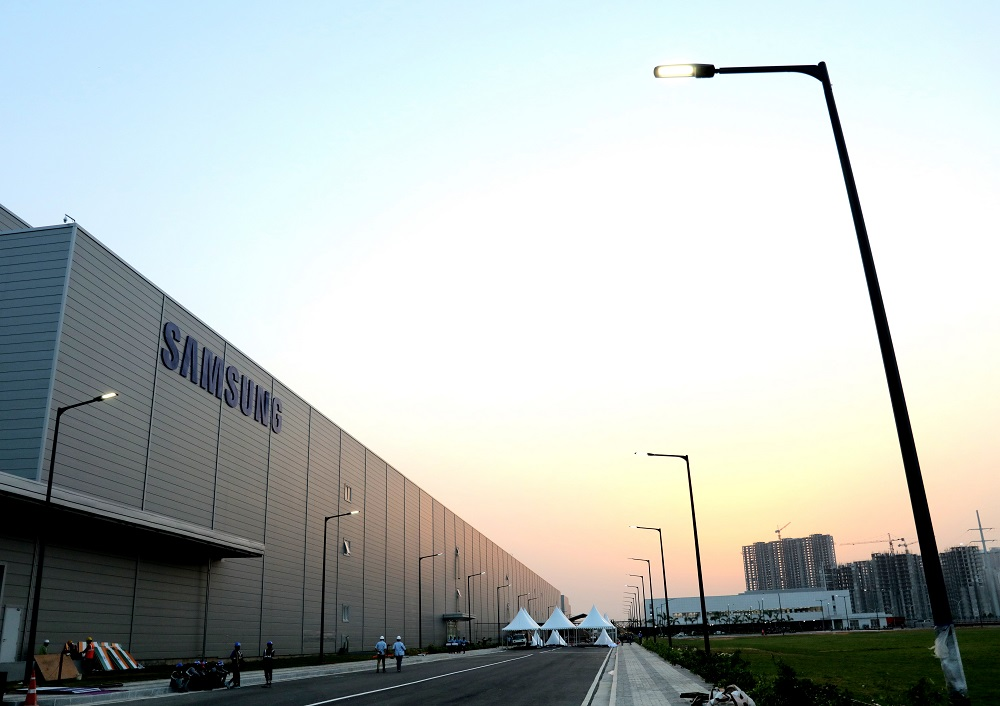 Counterpoint Smartphone Production in China- Samsung Noida Plant