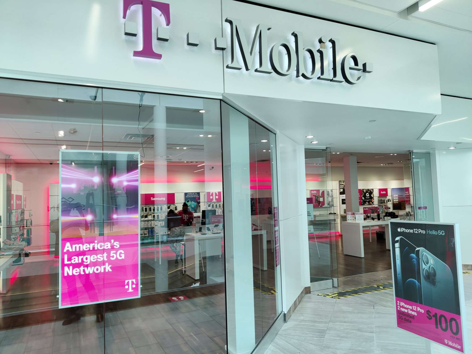 T-Mobile Store iPhone 12 Promotions
