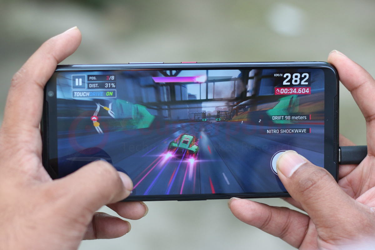counterpoint asus rog phone 3 review bottom type c cable