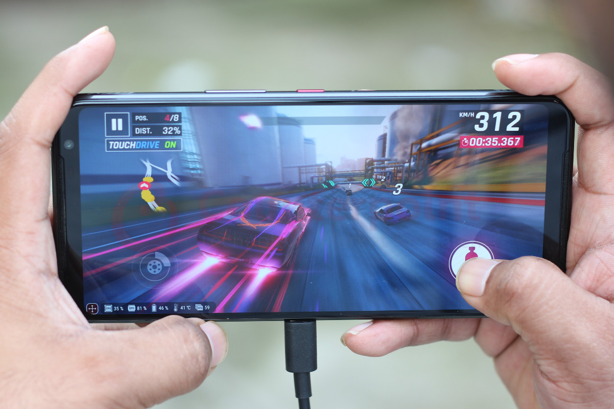 counterpoint asus rog phone 3 review side type c cable